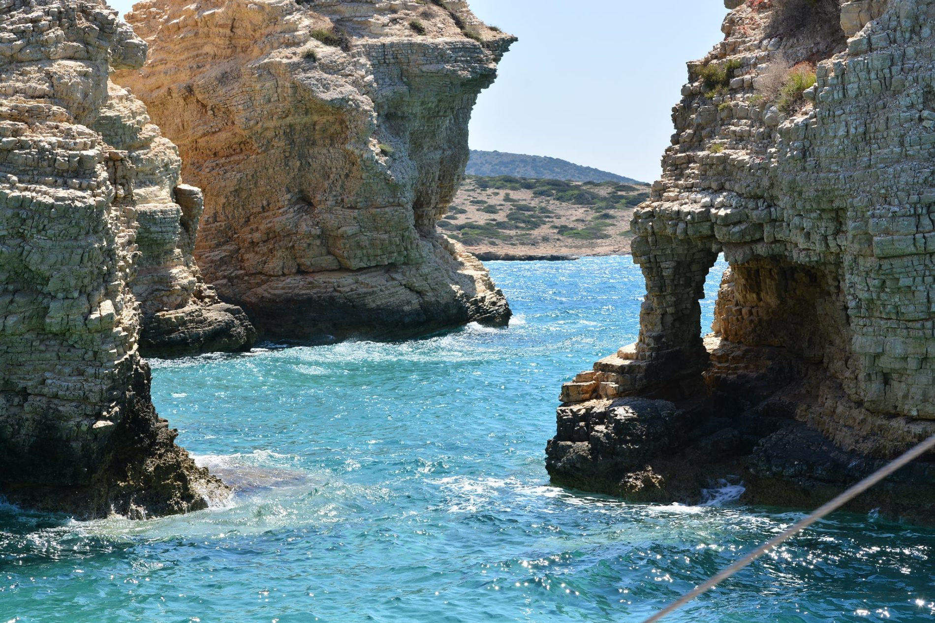 Ένα ταξίδι ιστιοπλοΐας 1 ημέρας θα αποκαλύψει ασυνήθιστους βράχους