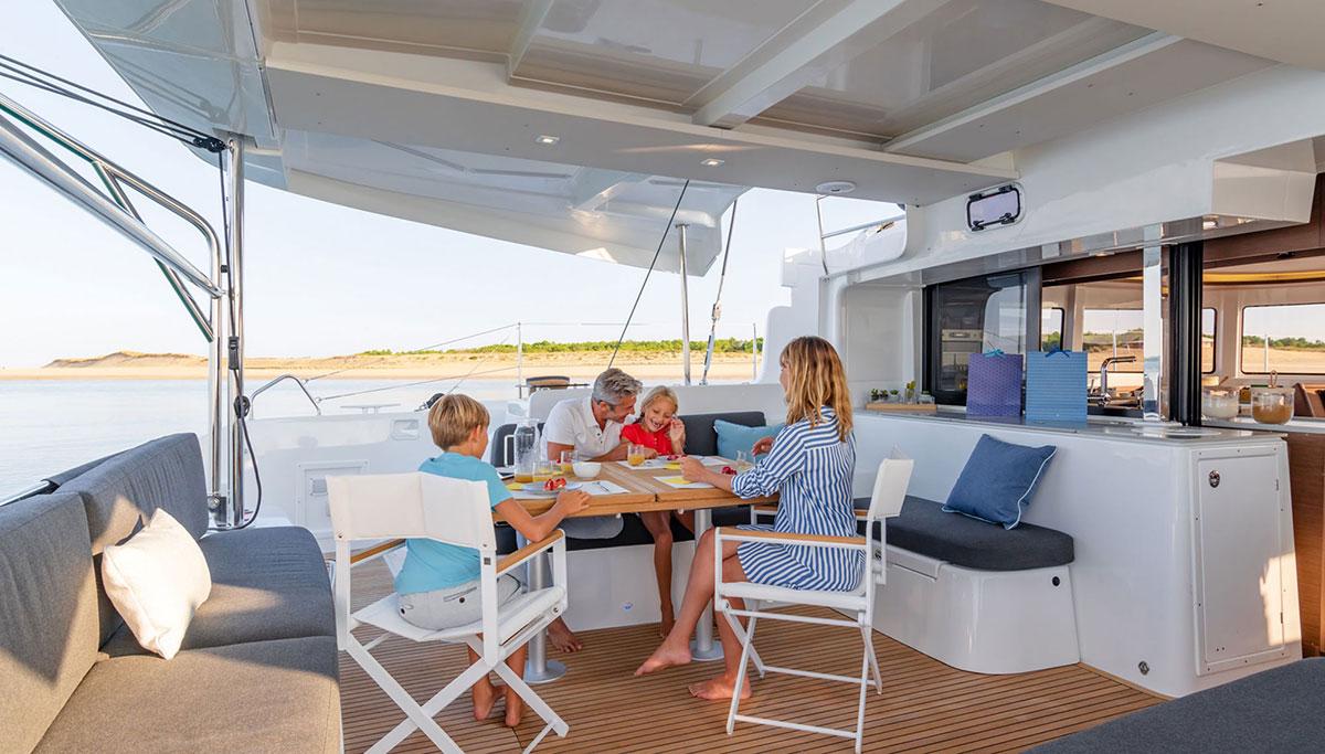 Sailboat Charter Catamaran LAGOON 46 FILLIPOS